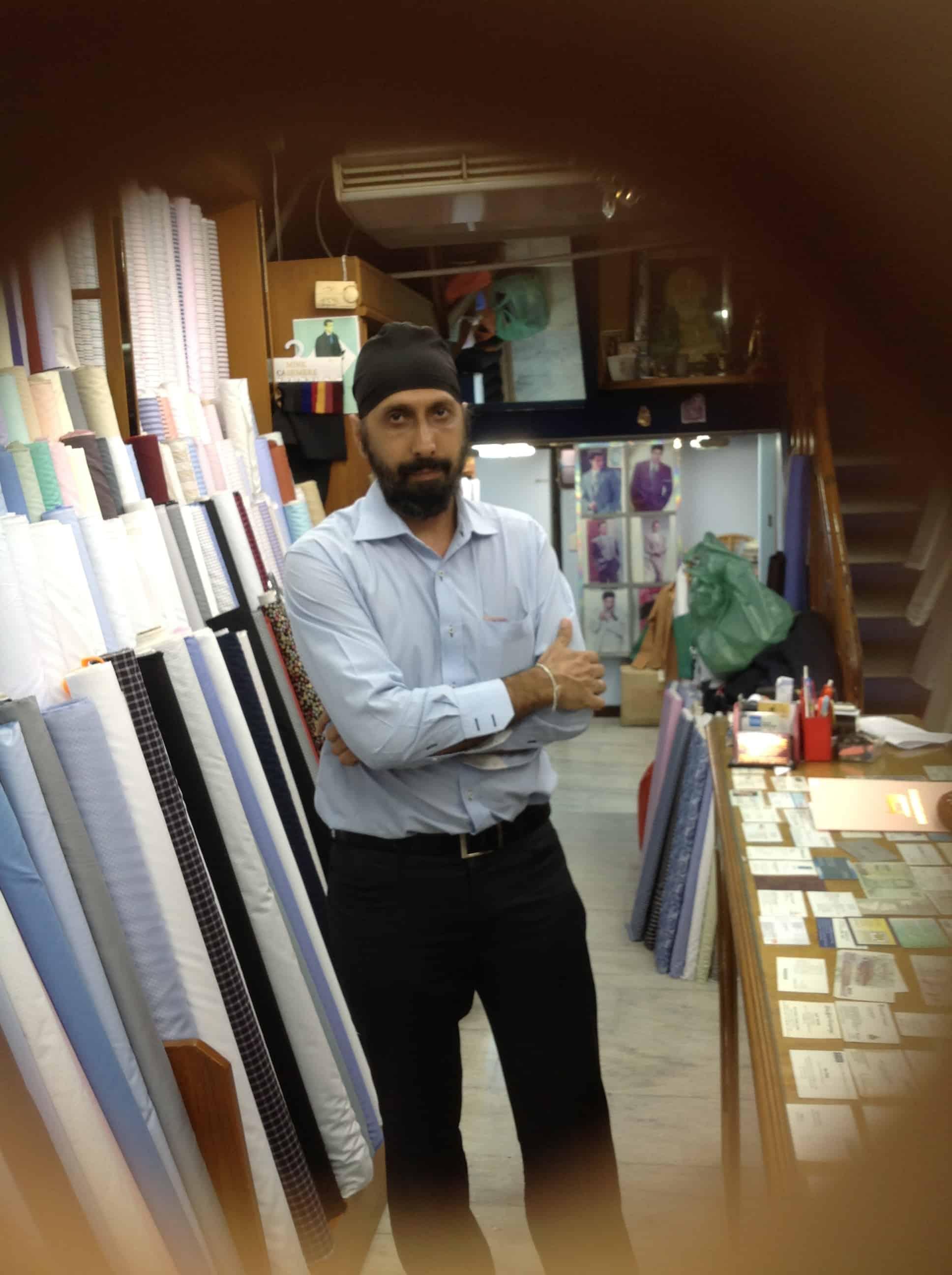 Roger tailor kleermaker bij Needle King Bangkok