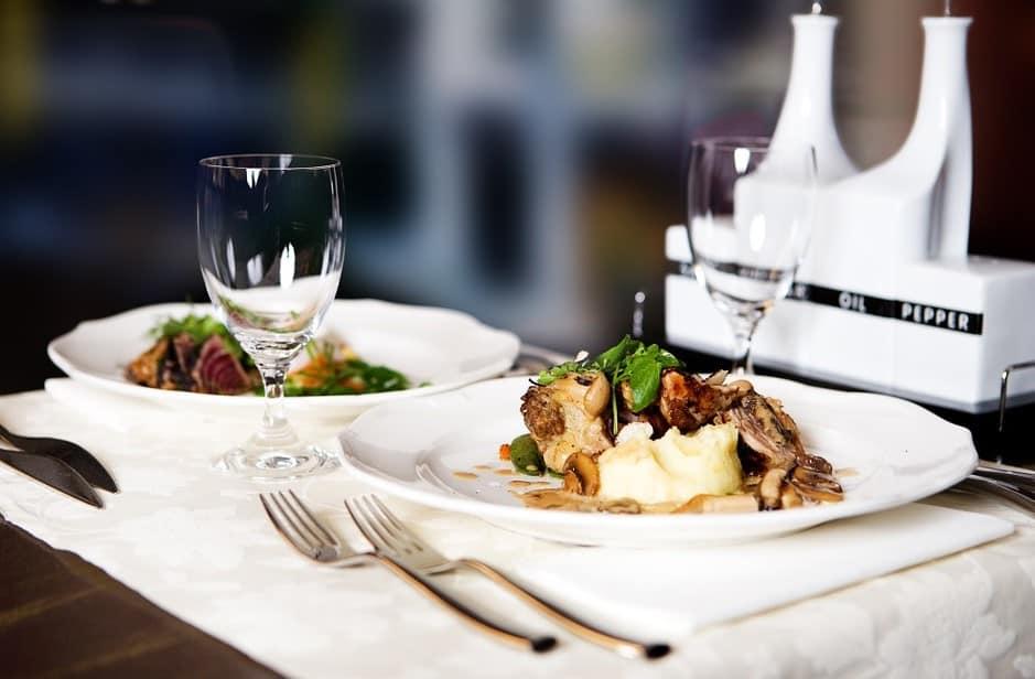 Dineren in een rijdend restaurant Den Haag