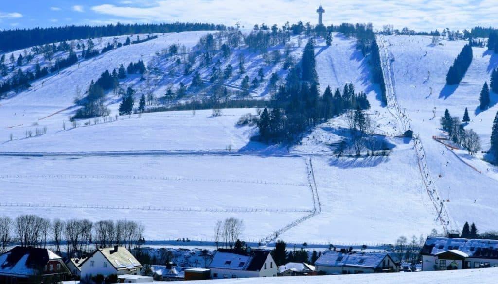 Uitzicht vanuit Sauerland Stern Hotel Willingen op de pistes